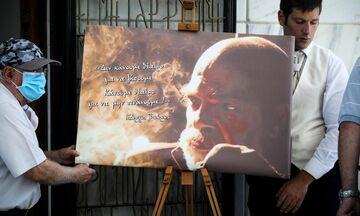 Το τελευταίο «αντίο» στον Γιώργο Βούρο... με ένα αυτοκόλλητο (pics)