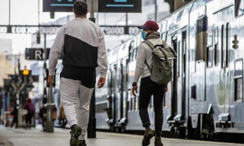 Παρίσι: Πρόστιμο 135 ευρώ σε νεαρό που κατέβασε τη μάσκα στο σταθμό για να φάει σοκολάτα (pic)