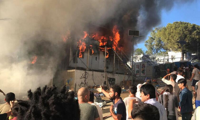Νέα φωτιά στη Μόρια! Καίγονται σκηνές, τρέχουν να σωθούν οικογένειες