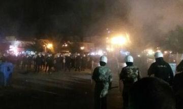 Άγριες συμπλοκές οπαδών με ΜΑΤ στην Πλατεία Ορεστιάδας - Χρήση δακρυγόνων και μαχαίρωμα αστυνομικού