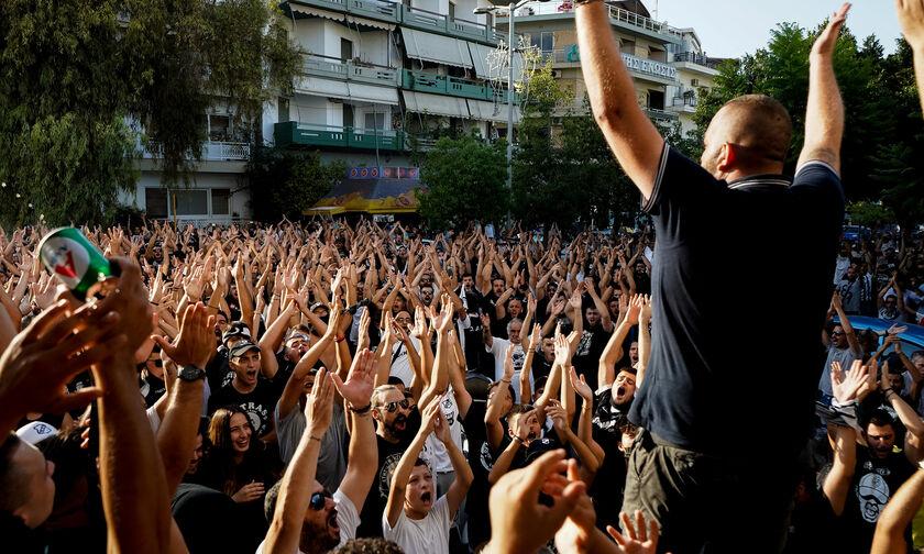 ΟΦΗ - Απόλλων Λεμεσού: «Ντόπες» των οπαδών έξω από το ξενοδοχείο