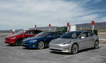 Οδηγός Tesla αποκοιμήθηκε στο τιμόνι με ταχύτητα 150 χλμ! (vid)