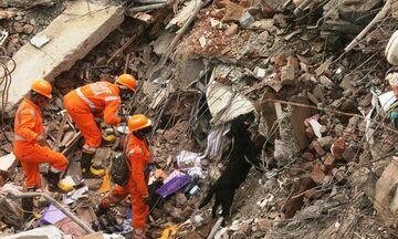 Ινδία: Δέκα νεκροί από κατάρρευση πολυκατοικίας (vid)