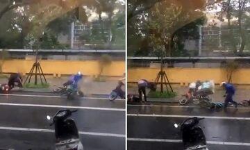 Βιετνάμ: Τυφώνας παρέσυρε μοτοσικλετιστές! (vid)