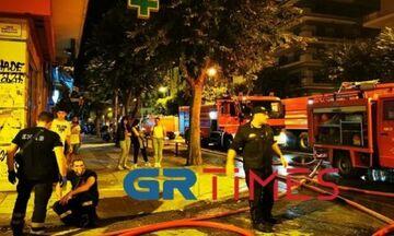 Φωτιά σε διαμέρισμα στη Θεσσαλονίκη - Δέκα άνθρωποι στο νοσοκομείο (vid)