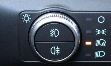 Τι κάνουν αυτά τα δύο κουμπιά στο αυτοκίνητο;