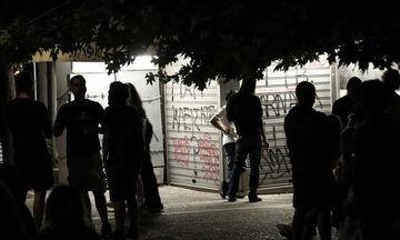 Νέος συνωστισμός στις πλατείες παρά τα νέα μέτρα (vid)
