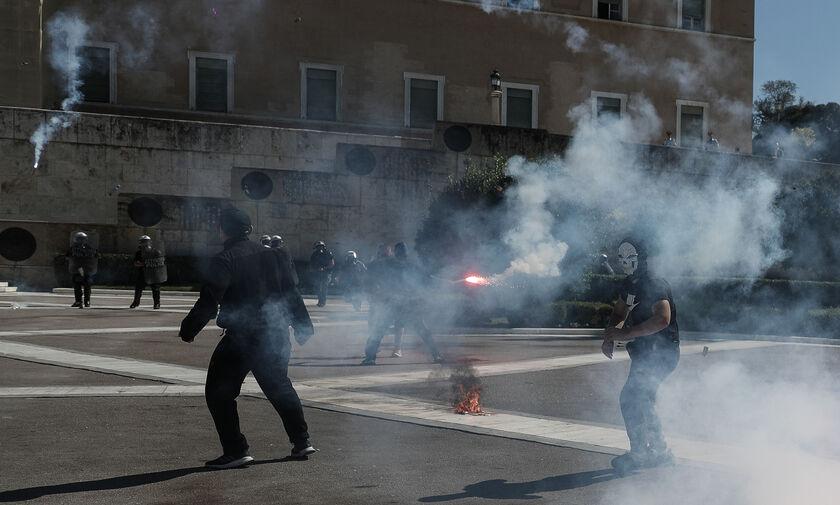 Επεισόδια και χημικά στο μαθητικό συλλαλητήριο - Κλειστό το Σύνταγμα