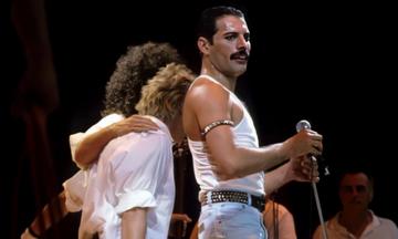 Queen: «We Are the Champions» - Η «απάντηση» του Freddie Mercury στους οπαδούς της Λίβερπουλ (vid)