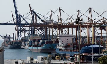 Η ψηφιακή εφαρμογή της Cosco διχάζει το λιμάνι του Πειραιά