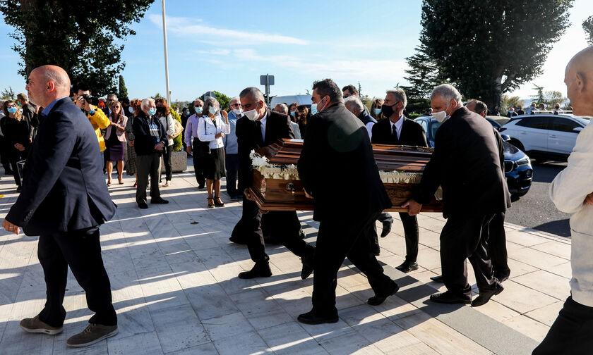 Kηδεία Γιώργου Καλύβα: Με σημαία του ΠΑΟΚ στην «τελευταία του κατοικία» (pics)