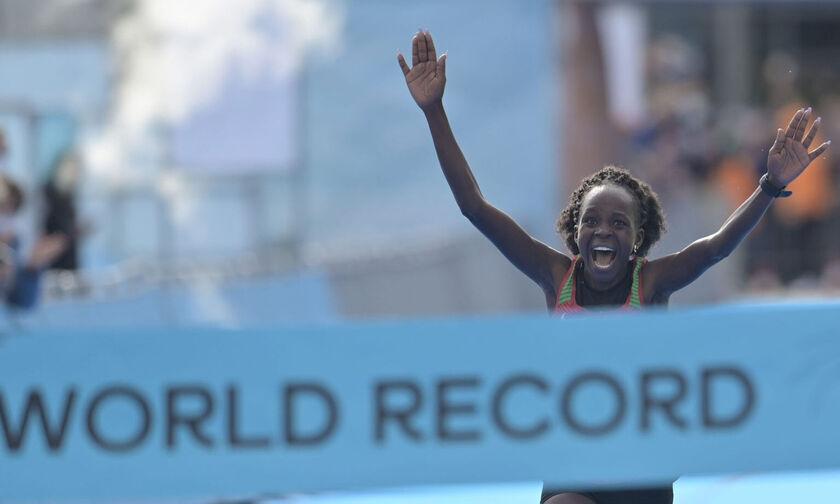 Νέο παγκόσμιο ρεκόρ στον ημι-μαραθώνιο από την Πέρες Τζεπτσιρτσίρ (pic)