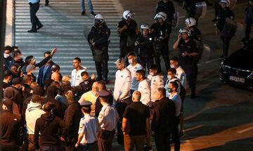 Εξαγριωμένοι οπαδοί του Παναθηναϊκού περίμεναν τους παίκτες στο αεροδρόμιο (vid)