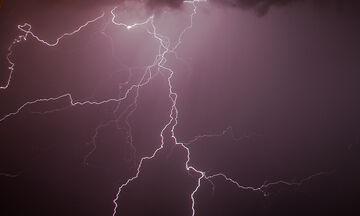 «Βροχή» από χιλιάδες κεραυνούς στη νότια Ελλάδα!