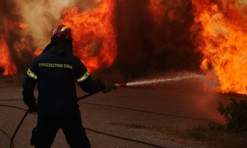 Αττική: Μπαράζ εμπρησμών τα ξημερώματα σε Αθήνα, Πέραμα, Καλλιθέα