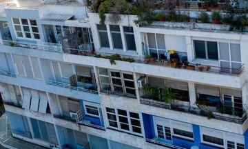 «Μπλε πολυκατοικία»: Οι διάσημοι ένοικοι από τη Βέμπο έως τον Χορν