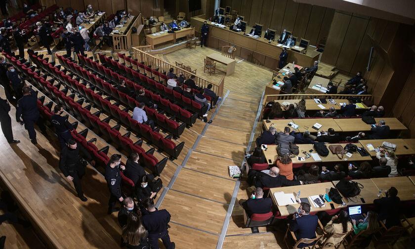 Δίκη Χρυσής Αυγής: Φυλακή Μιχαλολιάκος και ηγετική ομάδα - Αναστολή σε 12 - Παραδόθηκε ο Κασιδιάρης