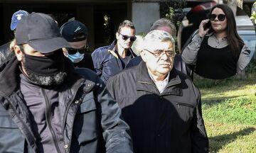 Ο Μιχαλολιάκος φεύγει για τη ΓΑΔΑ και η κόρη του κλέβει την παράσταση - Δείτε το βίντεο