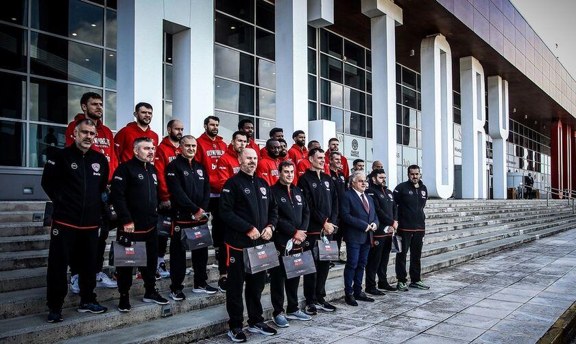"""Ολυμπιακός: Η επίσκεψη των """"ερυθρολεύκων"""" στο Factory Outlet (vid)"""
