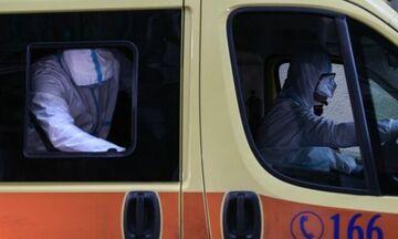Κορονοϊός: Εσπευσμένα σε νοσοκομείο 18χρονη - Μάσκες και στα διαλείμματα στα σχολεία