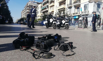 Γιατί οι φωτορεπόρτερ κατέβασαν τις μηχανές τους μπροστά στην Πρόεδρο της Δημοκρατίας
