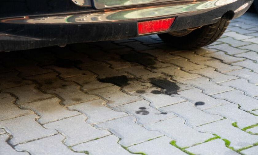 Τι σημαίνει μια κηλίδα σε παρκαρισμένο αυτοκίνητο;