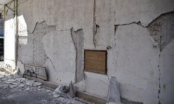 Σεισμός: Σαν τραπουλόχαρτο έπεσε κτίριο στη Σμύρνη (vid)