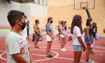«Διάλειμμα μάσκας» για τους μαθητές στα σχολεία - Πότε προκρίνεται η διαφανής προσωπίδα