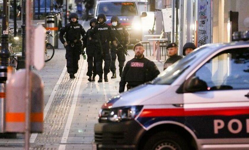 Επίθεση στη Βιέννη: Τουλάχιστον 5 νεκροί - Τζιχαντιστής ένας από τους δράστες (pics-vid)