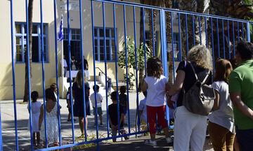 Lockdown: Πώς πάμε στη δουλειά μας και στο σχολείο - Τι ισχύει για τις μετακινήσεις