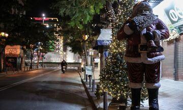Χριστουγεννιάτικη και έρημη Αθήνα - Οι εικόνες της πρώτης βραδιάς του lockdown