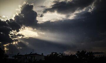 Καιρός: Αρκετή ηλιοφάνεια στη χώρα - Πού θα βρέξει
