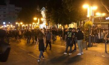 Κύπρος: Στους δρόμους κατά των μέτρων για τον κορονοϊό - Επεισόδια με τραυματίες αστυνομικούς (vid)