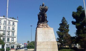 Η Πλατεία Καραϊσκάκη και ο «μαϊμού» Καραϊσκάκης του Πειραιά