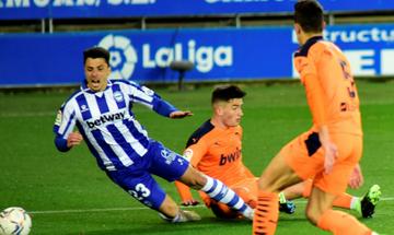 La Liga: Με αντεπίθεση η Βαλένθια πήρε 2-2 από την Αλαβές (highlights)