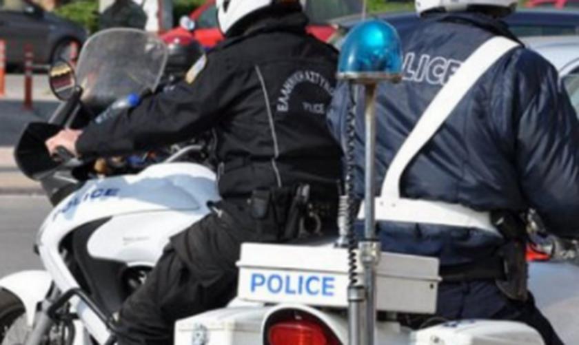 Θεσσαλονίκη: Nεαροί πήγαν για μπάλα μέσα στο lockdown και επιτέθηκαν σε αστυνομικούς (vid)