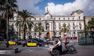 Άνοιξαν μπαρ και εστιατόρια στη Βαρκελώνη μετά από 5 εβδομάδες