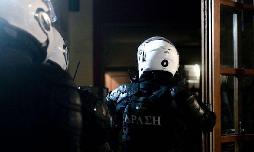 Επεισοδιακή έφοδος της Αστυνομίας σε οίκο ανοχής στην Ομόνοια - Έκανε «χρυσές» δουλειές