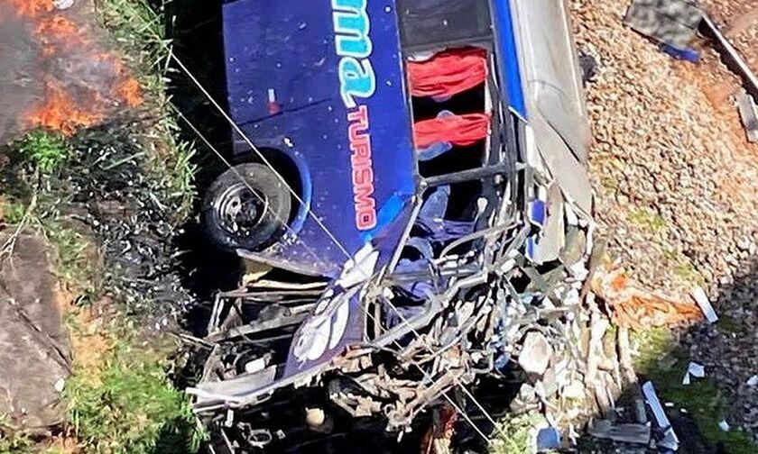 Βραζιλία: Στους 16 οι νεκροί από την πτώση λεωφορείου από οδογέφυρα