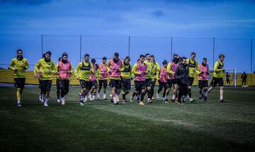 Οπαδοί ΑΕΚ πήγαν στα Σπάτα: «Δεν σέβεστε τη φανέλα»