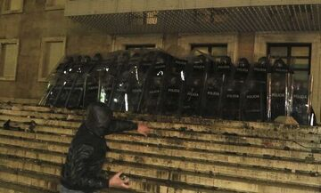 Χάος στην Αλβανία: Αστυνομικός δολοφόνησε εν ψυχρώ 25χρονο
