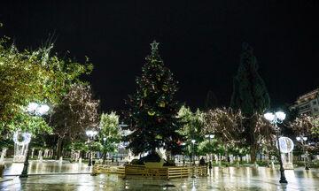 Στολίστηκε χριστουγεννιάτικα η πλατεία Συντάγματος (pics)