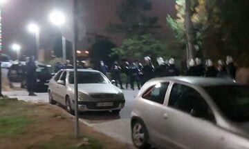 Άλιμος: Επίθεση με πέτρες στην αστυνομία που επενέβη σε κορονο-πάρτι νεαρών! (vids)