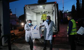 Κορονοϊός: Στην Αθήνα βρίσκονται τα πρώτα εμβόλια (vid)