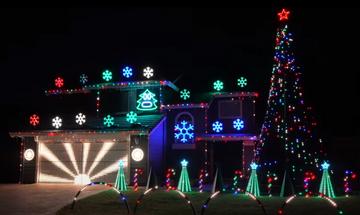 Αμερική: Εκθαμβωτικός χριστουγεννιάτικος στολισμός σε αυλή σπιτιού (vid)