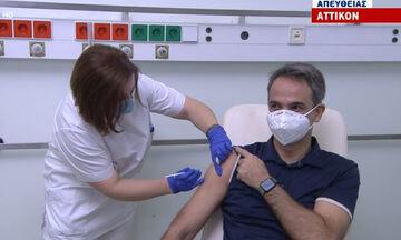Εμβολιάστηκαν στο «Αττικόν» ο Πρωθυπουργός Κυριάκος Μητσοτάκης και ο Σωτήρης Τσιόδρας (vids)
