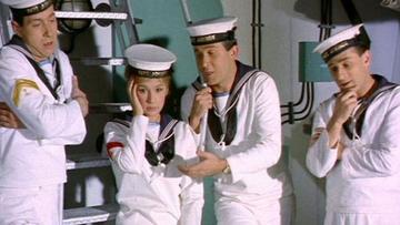 Η «Αλίκη στο Ναυτικό» και πώς οι 10 κομπάρσοι φαίνονταν για 100!
