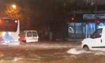 Χαϊδάρι, Φυλή, Μενίδι, Χαλάνδρι, Διόνυσος: Πλημμύρισαν δρόμοι, απεγκλωβίστηκαν άτομα - Δείτε βίντεο