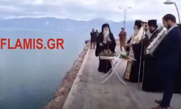 Θεοφάνια: Αγιασμός Υδάτων από μητροπολίτες στο Αίγιο - Παρέμβαση Λιμενικού με εντολή εισαγγελέα