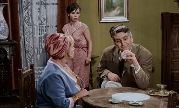 Δέσπω Διαμαντίδου - Γιώργος Κωνσταντίνου: Η καφετζού και ο σατράπης, η κουλούρα και το σίδερο!